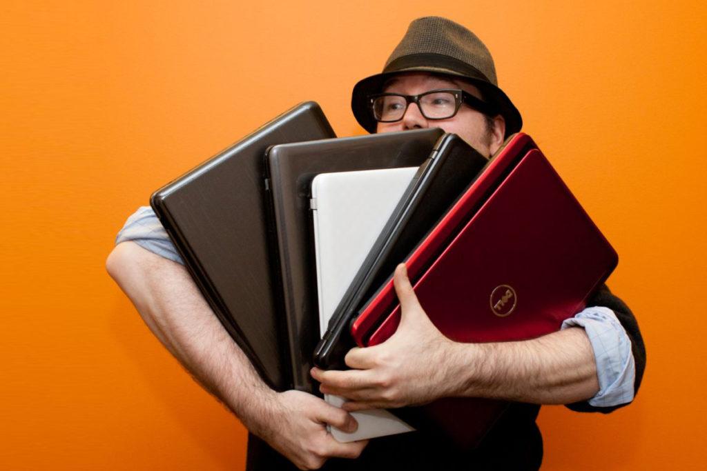 кому выгоднее продать ноутбук